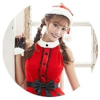 サンタコスプレを着る明日花キララ