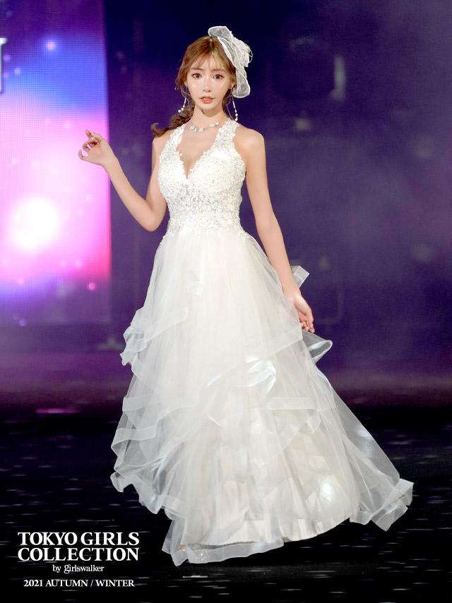 ホルターネックフラワー刺繍ボリュームチュールAラインロングドレスのTGC着用画像